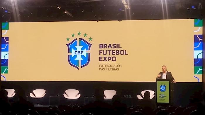 Dr. Jorge Pagura apresentou no evento Brasil Futebol Expo estudos e tecnologias que alinham o crescimento e desenvolvimento.